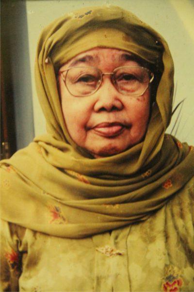 Hj. Hindun Mastufah binti Rubama, istri K.H. Qasad Mansur