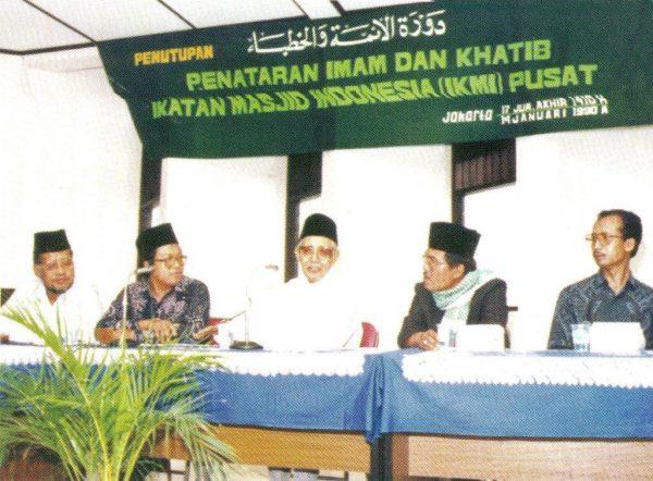 K.H. Ahmad Rifai Arief bersama H. Mohammad Natsir