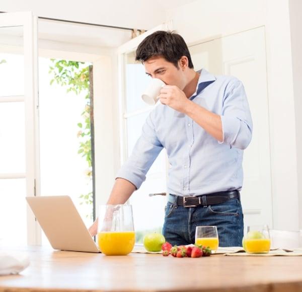 makan-minum-sambil-berdiri  - makan minum sambil berdiri - Yakin, Masih Makan dan Minum Sambil Berdiri?