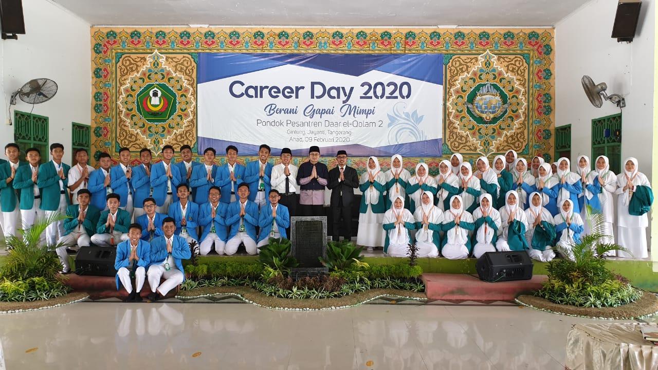 """- WhatsApp Image 2020 02 09 at 16 - Menimba Inspirasi dari Para Alumni di Acara """"Career Day 2020, Berani Gapai Mimpi"""""""
